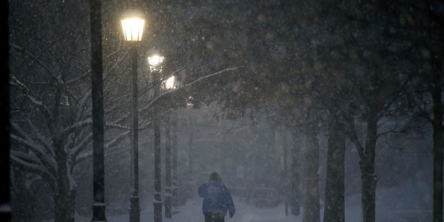 Winter storm cuts electrical power for thousands on East Coast
