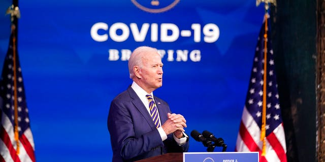 President-elect Joe Biden speaks at The Queen theater, 화요일, 12 월. 29, 2020, 윌 밍턴, 의. (AP 사진 / Andrew Harnik)