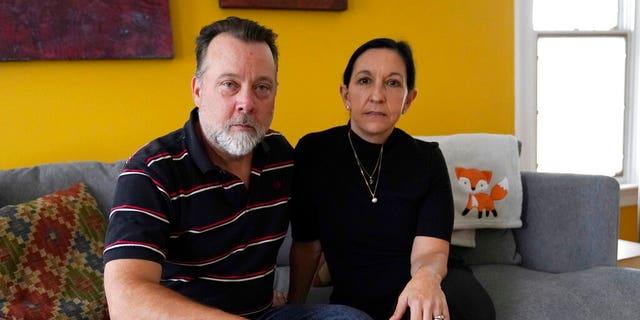 Matt Lemp, 剩下, 和他的妻子, Mercedes Lemp, pose for the Associated Press in their home, 十月. 16, in Frederick, d. (美联社照片/ Julio Cortez)
