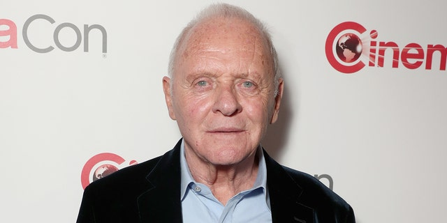 Anthony Hopkins is celebrating 45 jare van soberheid. (Photo by Todd Williamson/Getty Images for CinemaCon)