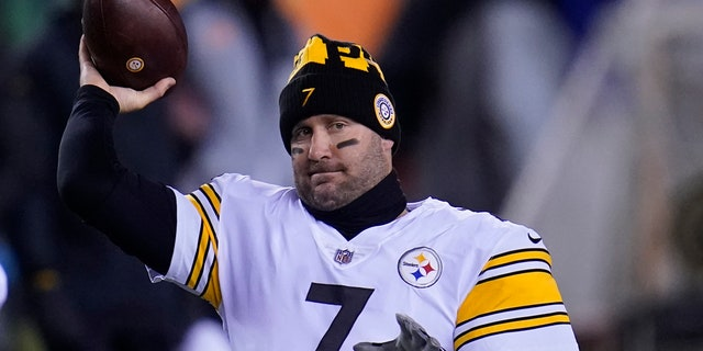 Pittsburgh Steelers quarterback Ben Roethlisberger (7) throws before an NFL football game against the Cincinnati Bengals, Monday, Dec. 21, 2020, in Cincinnati. (AP Photo/Michael Conroy)