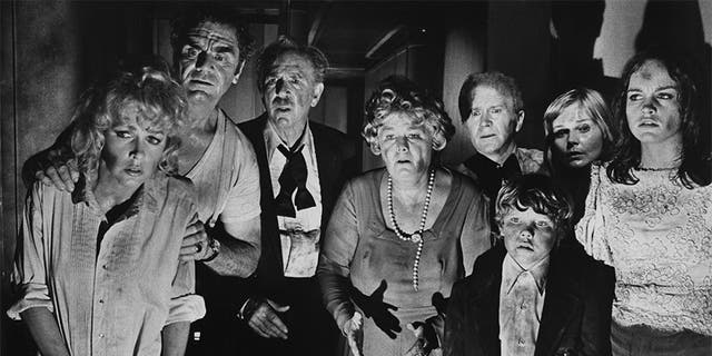 """Some of the cast of """"The Poseidon Adventure,"""" directed by Ronald Neame and Irwin Allen, 1972. Da sinistra a destra: Stella Stevens, Ernest Borgnine, Jack Albertson, Shelley Winters, Red Buttons, Eric Shea, Carol Lynley and Pamela Sue Martin."""