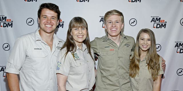 Pictured left-to-right: Chandler Powell, Terri Irwin, Robert Irwin and Bindi Irwin. (John Lamparski/Getty Images)