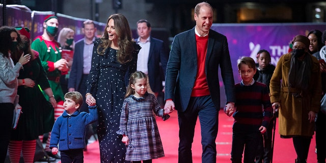During the show, William gave a speech before making his way to the Royal Box where the family took in the show donning face masks, volgens 'n verslag. (Photo by Aaron Chown - WPA Pool/Getty Images)