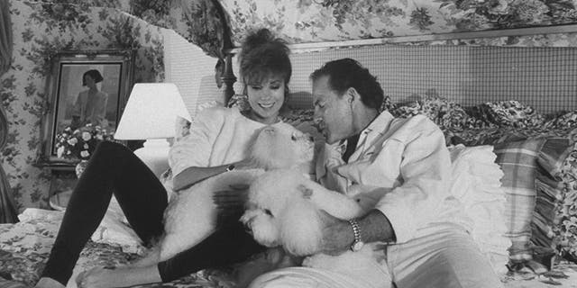 Kathie Lee Gifford and Frank Gifford tied the knot in 1986. They remained together until his death in 2015.