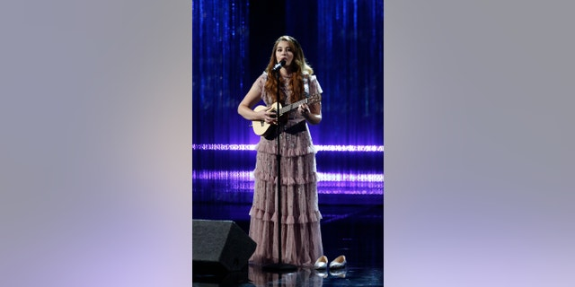 Deaf singer-songwriter Mandy Harvey removes her shoes so that she can feel the vibrations of the music as she performs. (Trae Patton/NBCU Photo Bank/NBCUniversal via Getty Images)