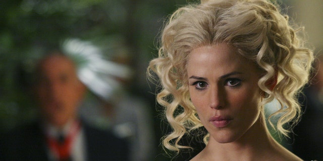 Jennifer Garner는 TV 쇼 'Alias'의 한 장면을 재현했습니다.