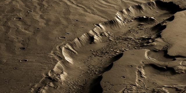Μια κατακόρυφα υπερβολική, ψευδής όψη ενός μεγάλου, υδατοδιαλυτού καναλιού στον Άρη που ονομάζεται Dao Vallis.  Εικόνα: ESA / DLR / FU Berlin, CC BY-SA 3.0 IGO.  3D που αποδίδεται και χρωματίζεται από τον Lujendra Ojha