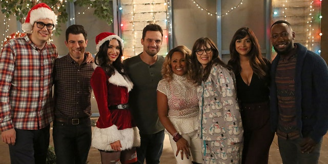 """New Girl"" cast with special guest star Darlene Love. (FOX Image Collection via Getty Images)"