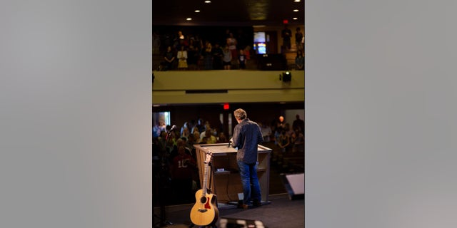 Pastor Mike McClure at Calvary Chapel San Jose(HKCREATE)