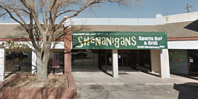 """We wanted to bless someone for Christmas,"" Rodney Fleming, a former San Angelo City Councilman, told server Ashley Farmer at Shenanigan's Sports Bar, 사진."