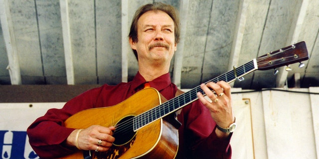 Bluegrass legend Tony Rice (Tony Rice) passed away on Christmas at the age of 69.