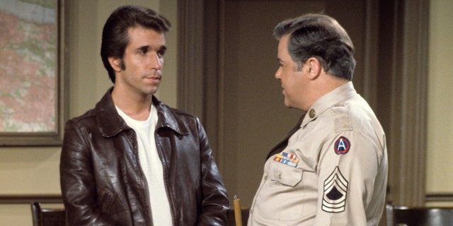Henry Winkler (left) and Warren Berlinger (right) in 'Happy Days.' (Photo by Walt Disney Television via Getty Images Photo Archives/Walt Disney Television via Getty Images)