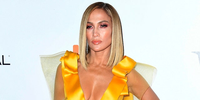 Jennifer Lopez (Jennifer Lopez) showed a lively photo that showed her living the most beautiful life in the tropics instead of returning to the United States in a fluffy coat.