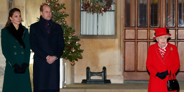 Kate Middleton (sinistra) and Prince William (centro) briefly visited Queen Elizabeth II (destra) ahead of the Christmas holiday. (Photo by Max Mumby/Indigo - Pool/Getty Images)