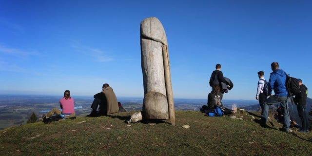 The peculiar sculpture suddenly vanished from a mountainside in Bavaria, Duitsland.