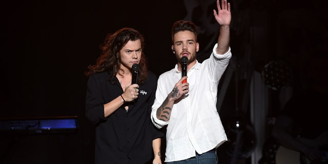 Harry Styles (엘) and Liam Payne (아르 자형) of One Direction