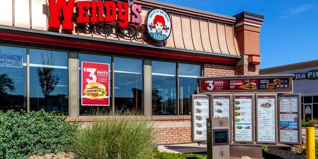 圣. Catharines, 安大略省, 加拿大 - 九月 19, 2019: One of the Wendy's restaurant in St. Catharines; Wendy's is an American international fast food restaurant chain.