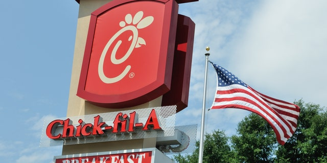 Memphis Mayor Jim Strickland asked a local Chick-fil-A owner and operator to advise the city on how to be more efficient with its drive-thru coronavirus vaccine locations. (iStock)