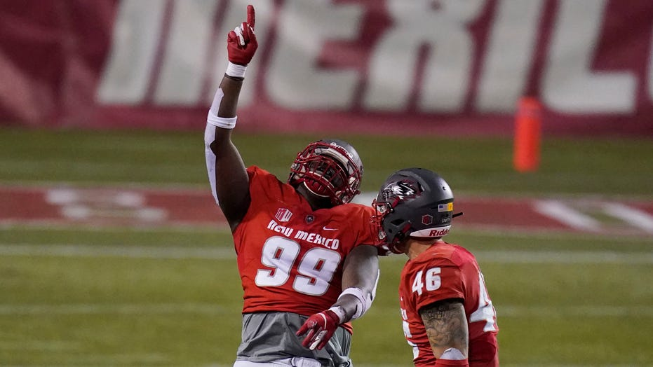 Shook, New Mexico beat Wyoming 17-16, snap 14-game skid