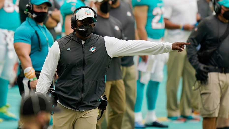 Dolphins' Brian Flores erupts after dirty hit in win vs. Bengals