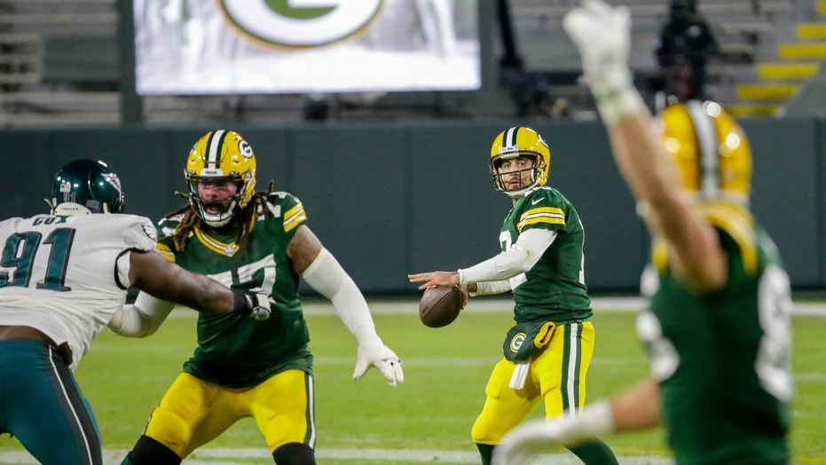 Packers withstand late rally to outlast Eagles 30-16