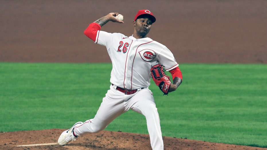 Angels acquire closer Raisel Iglesias from Reds in trade