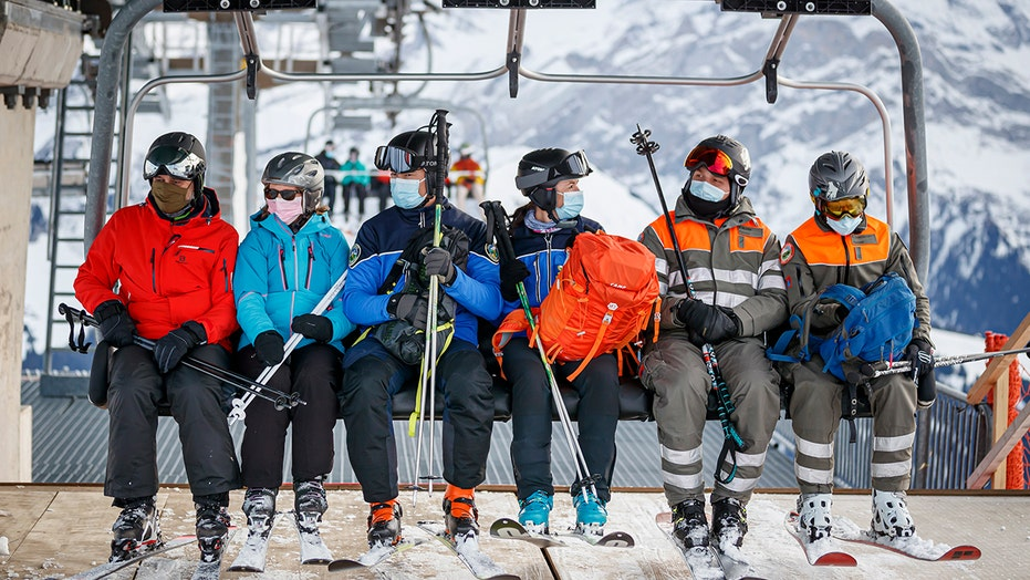 200 British travelers flee Swiss ski resort quarantine amid fears of new coronavirus variant