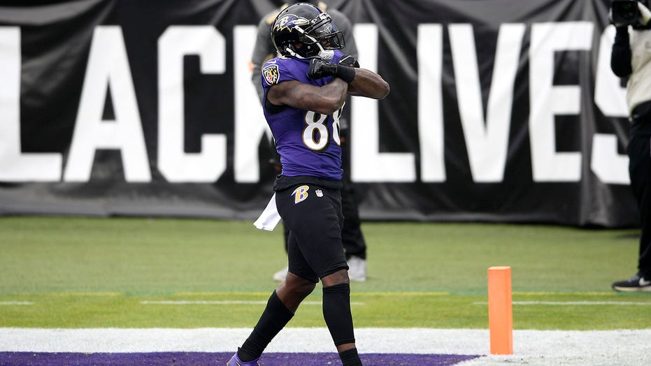 Ravens' Dez Bryant scores first TD since 2017 in win vs. Jaguars
