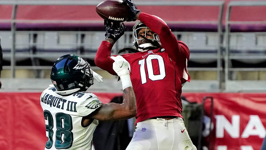 Murray, Hopkins lead Cardinals past Eagles 33-26