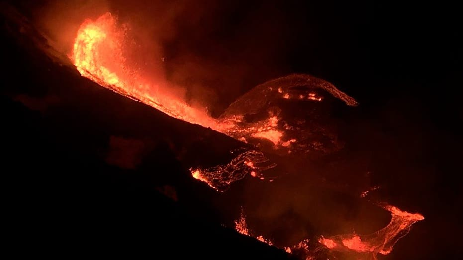 Kilauea volcano erupts on Hawaii's Big Island