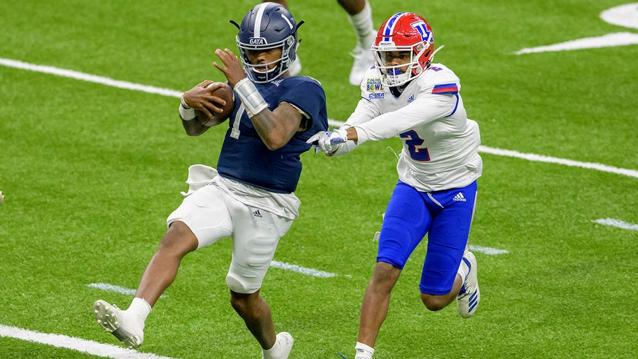 Ga. Southern routs La. Tech 38-3 in New Orleans Bowl