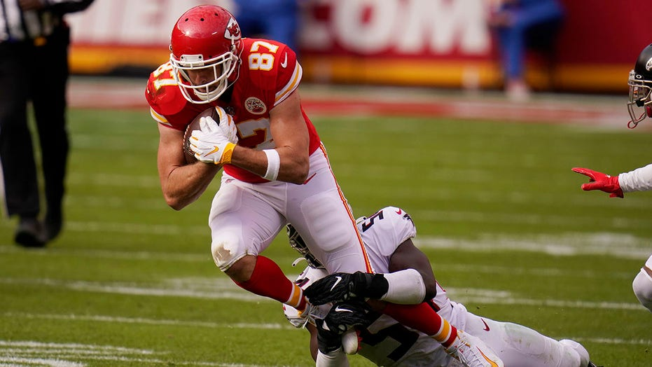 Travis Kelce sets two NFL records in Chiefs' win vs. 猎鹰