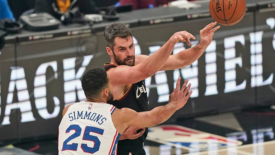 Cavaliers' Kevin Love to miss extended time with calf injury