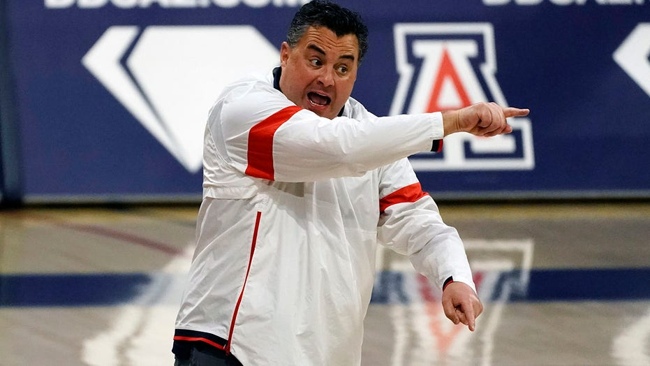 Arizona men's basketball self-imposes 1-year postseason ban