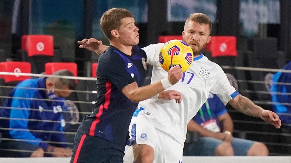 Mueller scores twice, US routs El Salvador 6-0 in exhibition