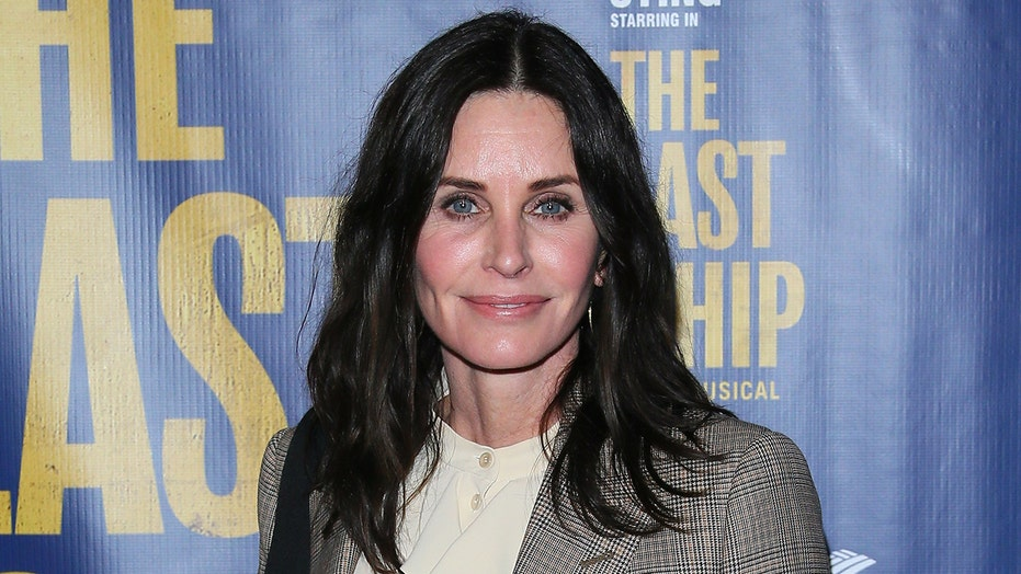 Courteney Cox reveals how she recreated iconic 'Friends' turkey scene