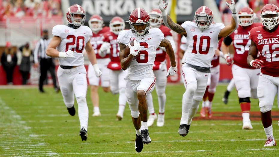 Smith's TD return sparks No. 1 Tide's 52-3 tour of Arkansas