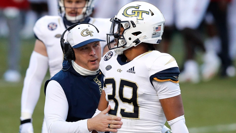 Georgia Tech, Pittsburgh football coaches appear to have tense handshake at midfield after game