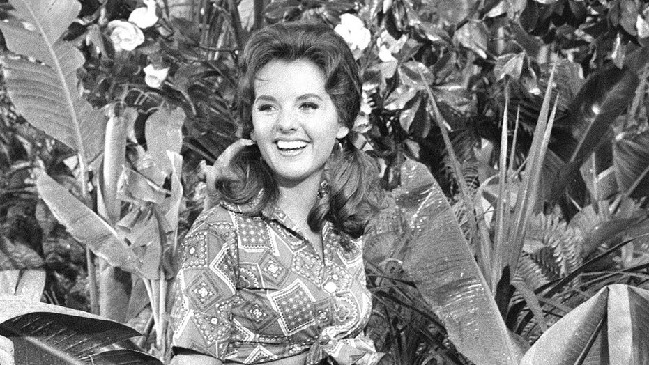 Hollywood reacts to 'Gilligan's Island' star Dawn Wells' death