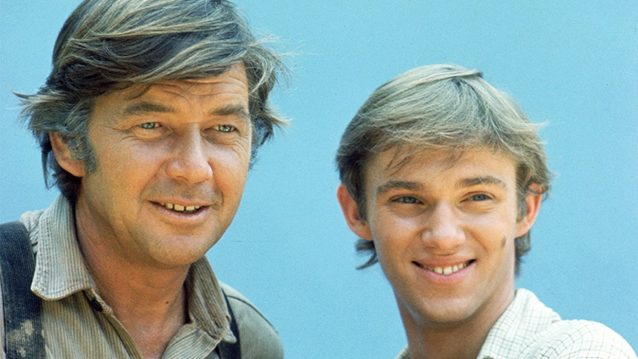 'Waltons' star Richard Thomas reflects on working with late TV dad Ralph Waite: 'We really bonded'