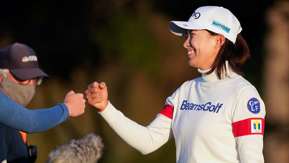 Shibuno passes big test and hangs on to lead in Women's Open