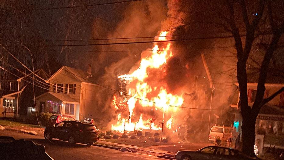 新泽西社区团结起来,为在圣诞节前夕大火中丧生的军人及其家人