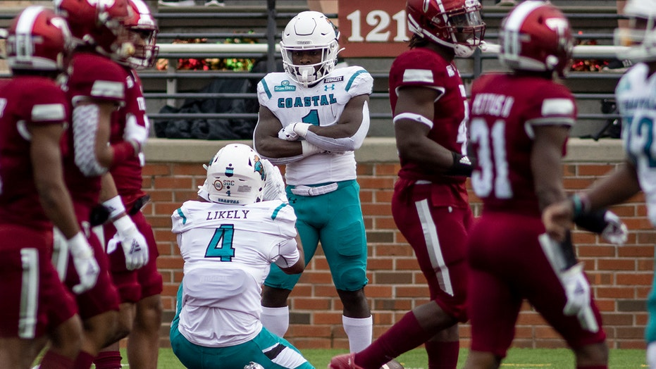 No. 11 Coastal Carolina survives 42-38 scare against Troy