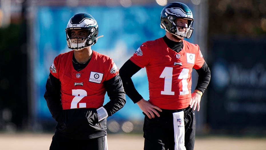 Jalen Hurts to start for Eagles over Carson Wentz against Cardinals in Week 15