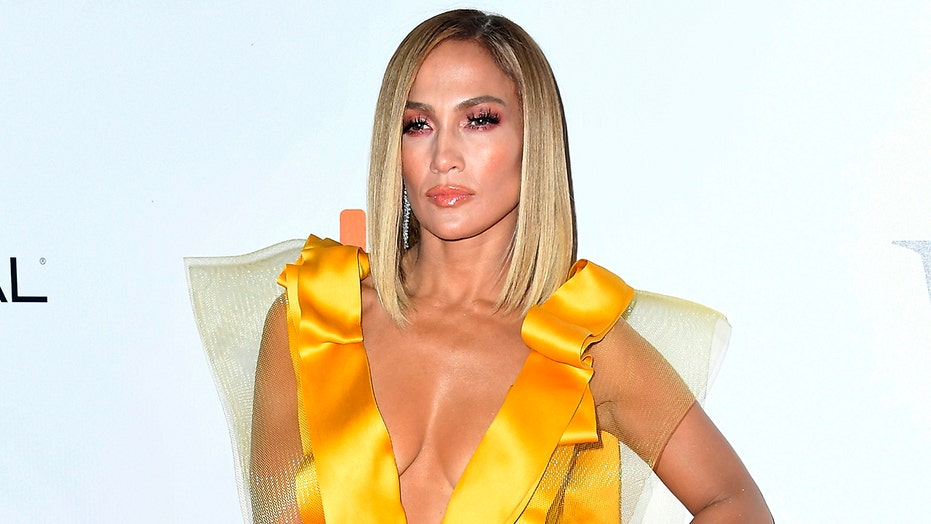 Jennifer Lopez slams claims she's gotten 'tons' of Botox, fillers in face