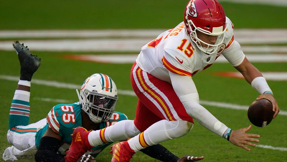 Patrick Mahomes sacked for 30-yard loss in Chiefs' game vs. Dolphins