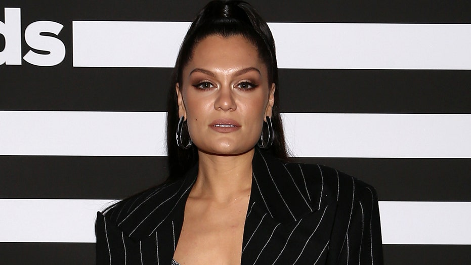 Jessie J diagnosed with Ménière's disease, is deaf in right ear