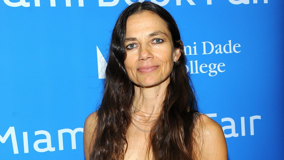 'Family Ties' star Justine Bateman signs petition to recall California's Newsom