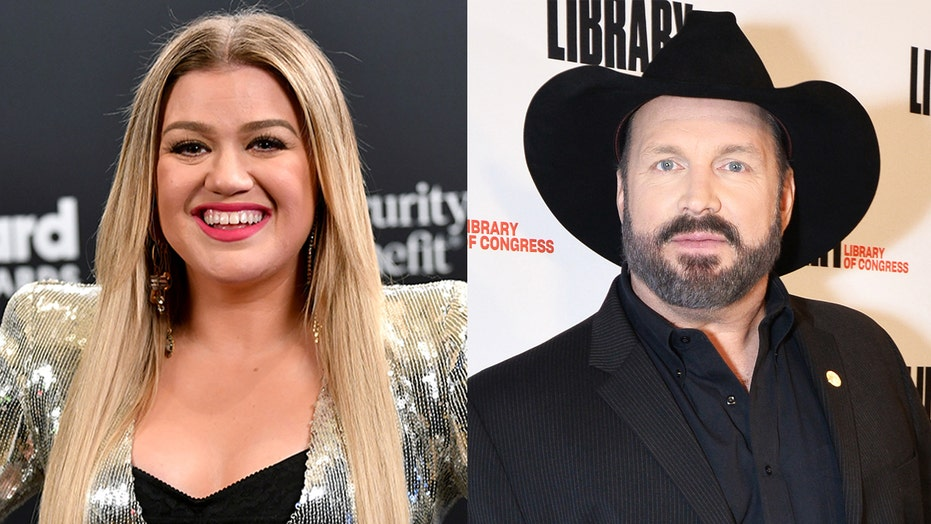 Kelly Clarkson reveals what Garth Brooks song is helping her get through divorce from Brandon Blackstock